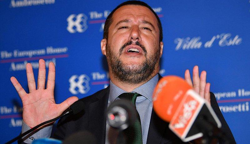 Le simulazioni di fallo di Salvini